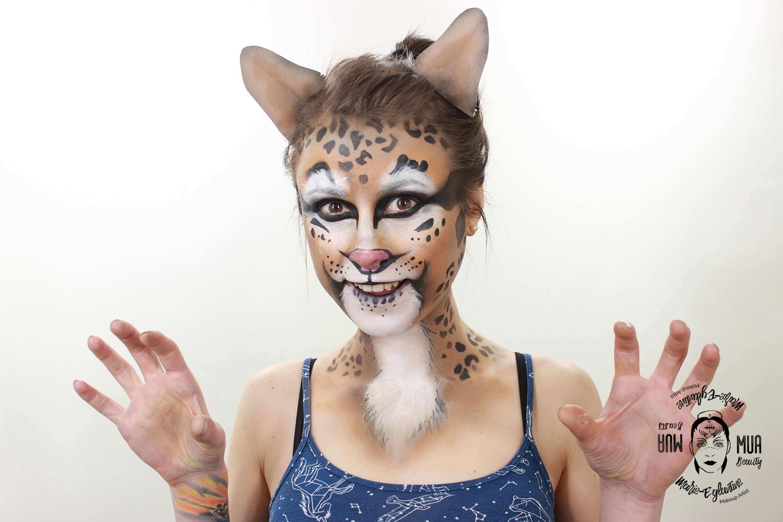 Maquillage airbrush : visage de chat