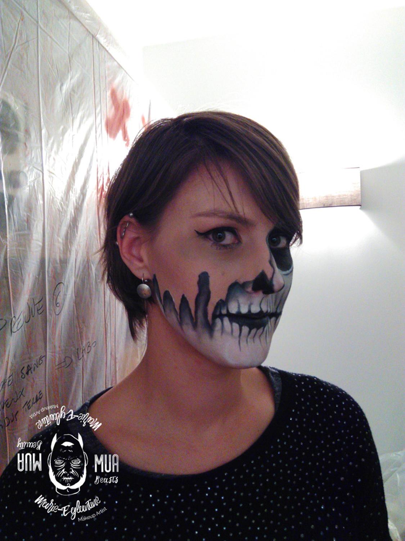 Maquillage Halloween demi squelette