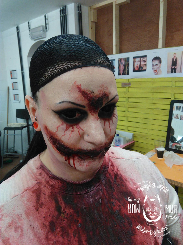 Maquillage Halloween sourire de l'ange
