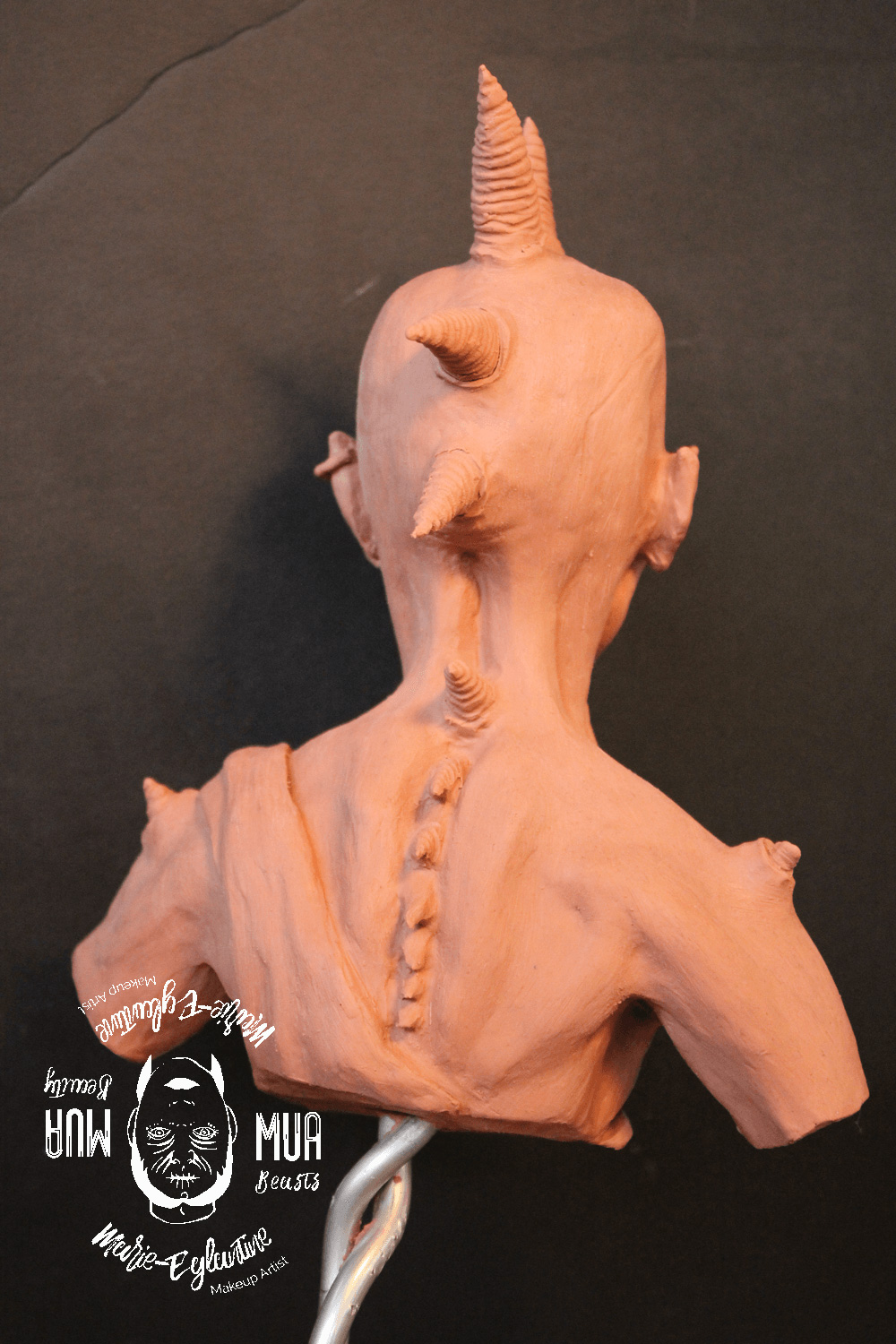 Sculpture d'un punk gobelin